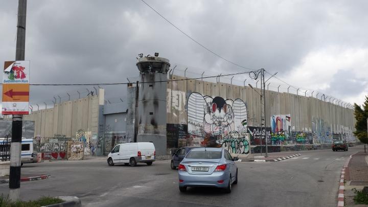 muro entrda a Belén