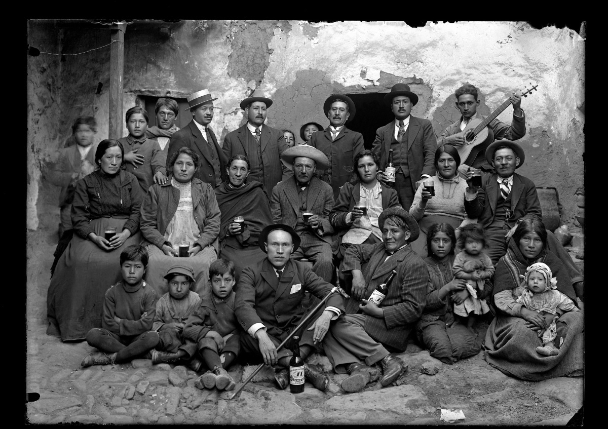 MARTÍN CHAMBI, PIONERO DE LA FOTOGRAFÍA SOCIAL Y DOCUMENTAL DEL PERÚ